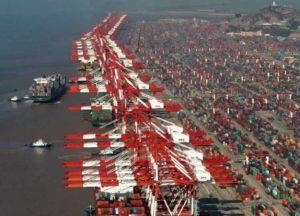 Shanghai bate récord y es primer puerto mundial en manejar 4 millones de TEU en un mes