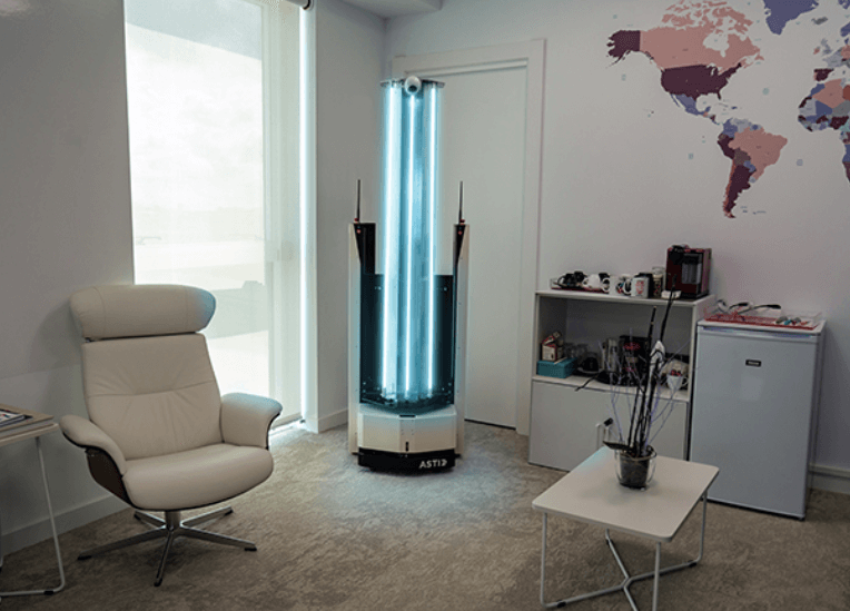 ZenZoe el robot que desinfecta ambientes para frenar al Covid-19