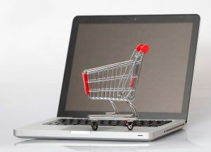 Consumidores están prefiriendo las compras online por sobre las presenciales / Foto Telemundo