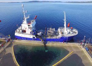El wellboat puede transportar más de 400 toneladas de salmones vivo y tiene una capacidad de bodega de 2.800 m3.