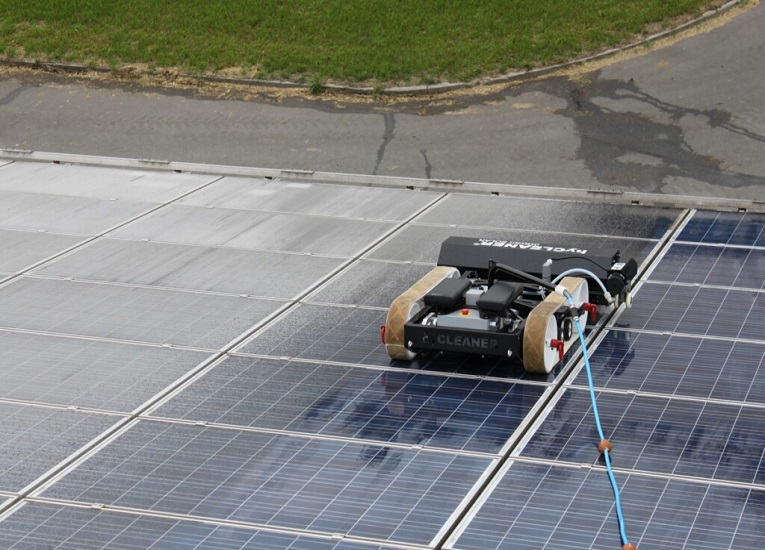 Empresa alemana crea robot para limpiar instalaciones fotovoltaicas flotantes