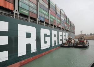 US$9.6 mil millones sería el costo diario del barco atascado en el Canal de Suez