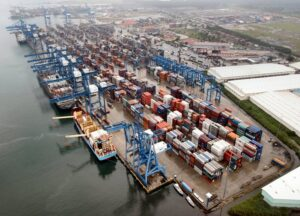 Congestión mundial empeora: Más de 320 barcos a la espera y 116 puertos con problemas