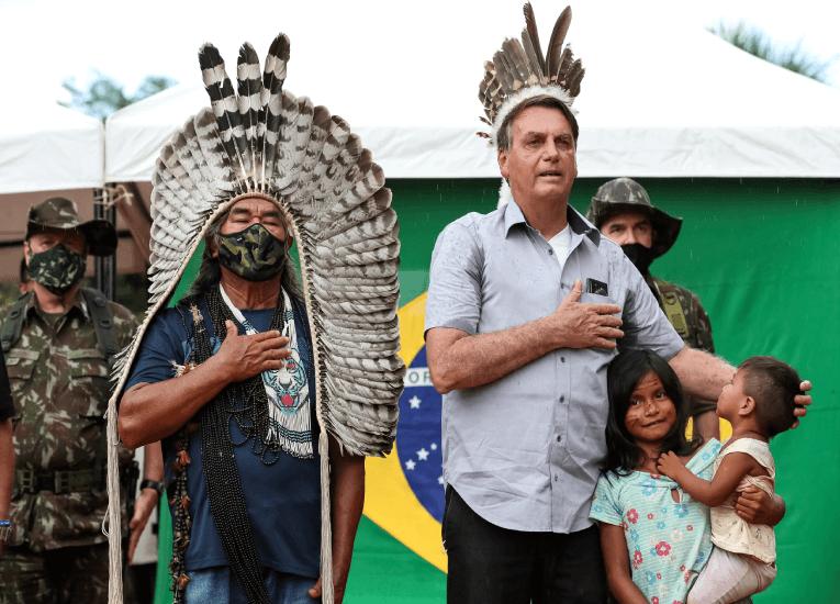 Bolsonaro promete mantener la minería fuera de una reserva en la Amazonía