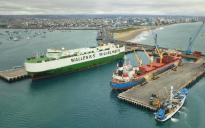Ian Taylor agencia importante descarga de vehículos de Wallenius en Ecuador