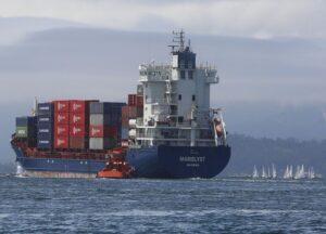 La combinación más barata de transportista y puerto fue COSCO y el Puerto de Busan en Corea del Sur.